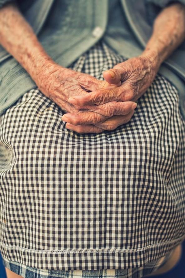 grandma's hands photo-1454875392665-2ac2c85e8d3e